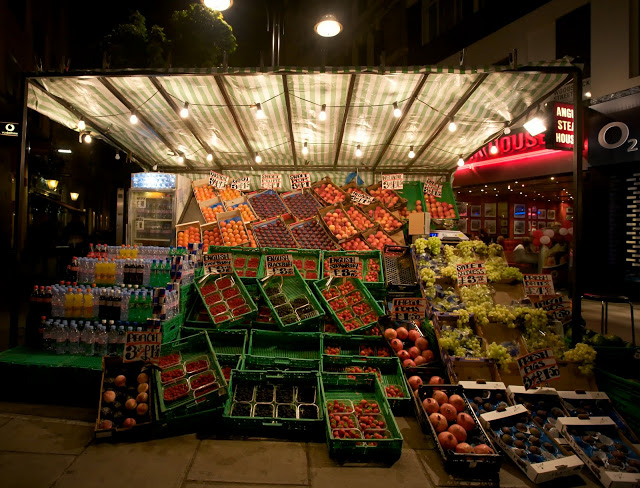 Oxford_Street_Fruit_Stand